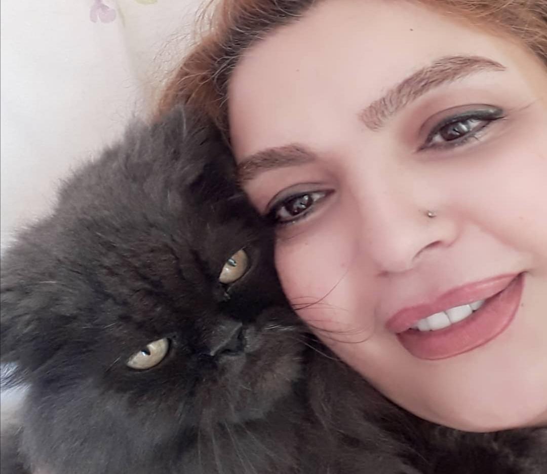 بازیگر زن ایرانی در سوگ مرگ گربه اش سوگوار است