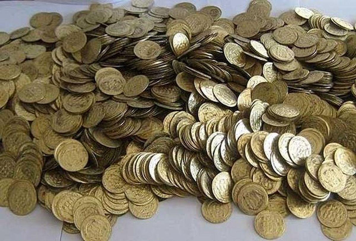 2 گورگر 260 سکه عتیقه پیدا کردند / یکی از گورستان سهم او را گرفت و فرار کرد |  آخرین خبرها