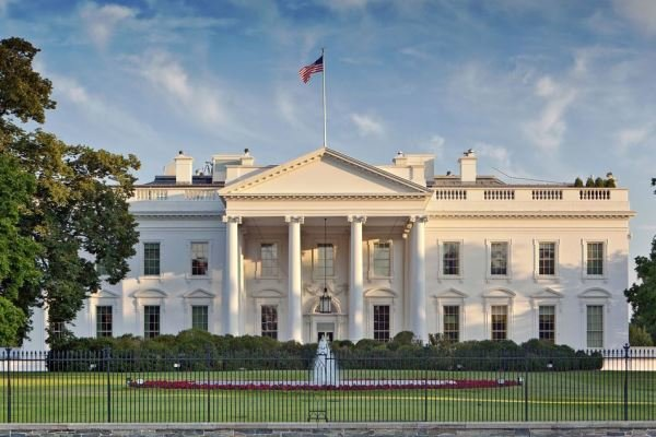 شورش در کاخ سفید ؛  بایدن تهدید به حمله به کاخ سفید می کند  آخرین خبرها