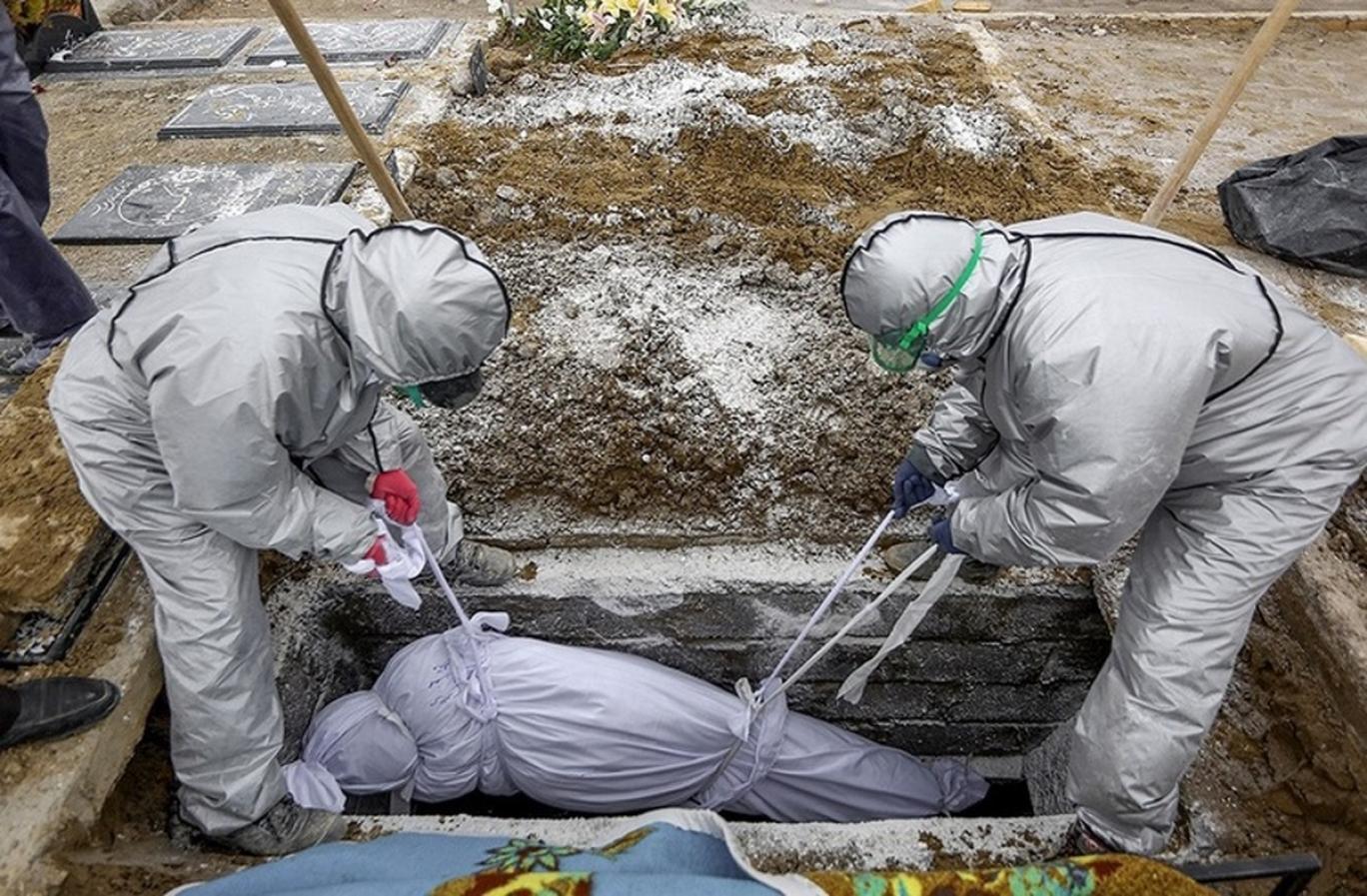 هندی ها بدین ترتیب مردگان را در تاج به خاک می سپارند / عکس |  آخرین خبرها